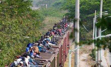 Funcionario mexicano apunta a disminución de detenciones en frontera sur de EE.UU.