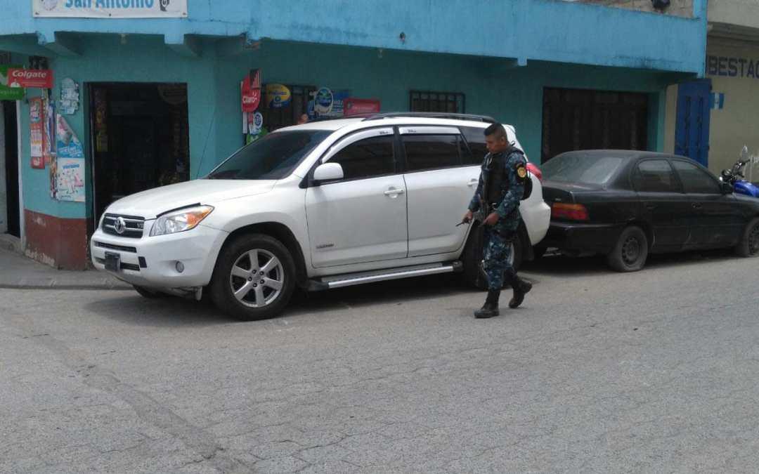 Inspeccionan vehículo con placas salvadoreñas