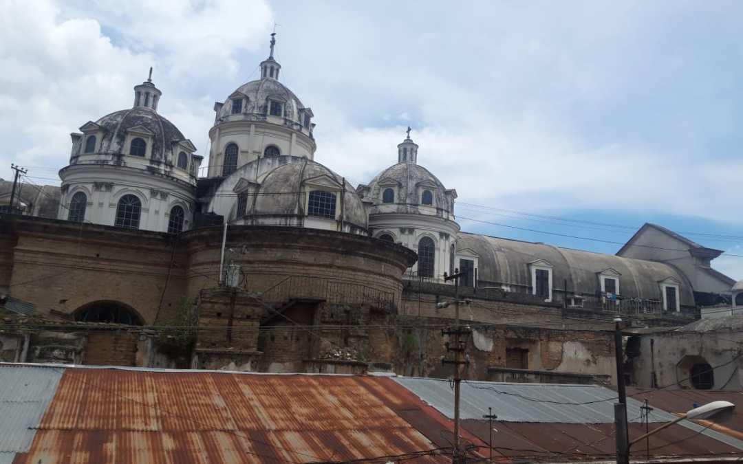 Anuncian carrera para reconstrucción de cúpulas de catedral de Xela