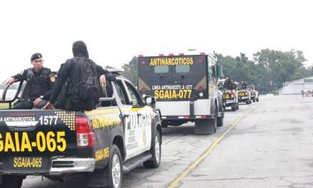 Fuerte despliegue policial para traslado de droga incautada en Petén