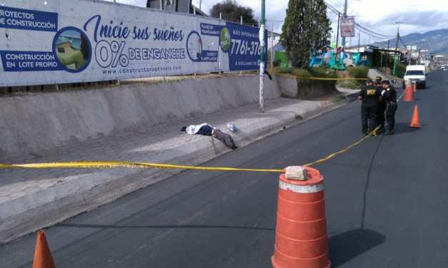 Localizan cadáver a la orilla de autopista Los Altos