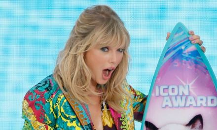 Taylor Swift hace poderosa súplica en su discurso en Teen Choice Awards