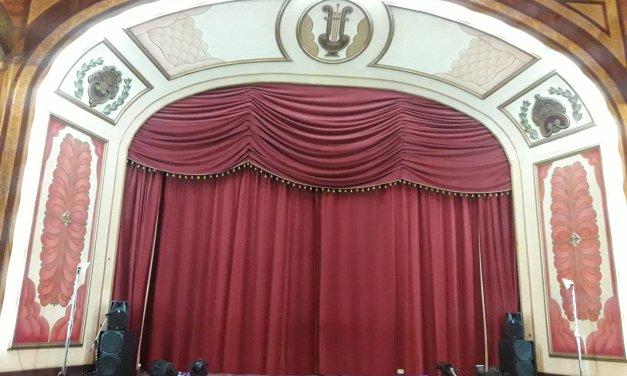 #Sondeo100: 67 por ciento de internautas apoyan que elecciones de reinas no sean en el Teatro Municipal