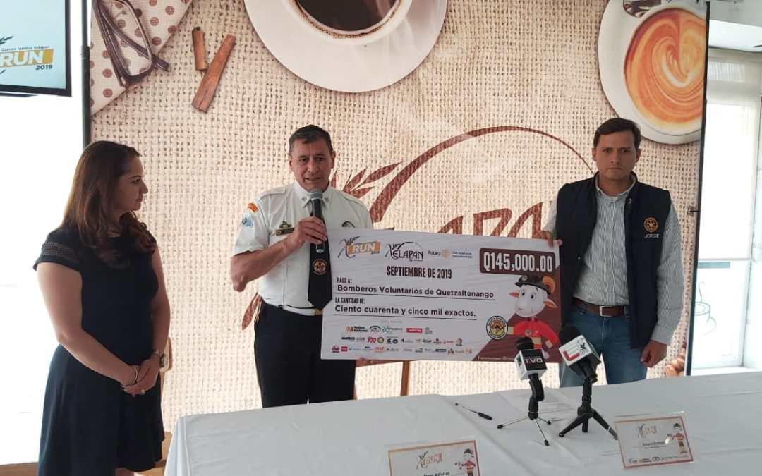 Xelapan entrega donación a Bomberos Voluntarios