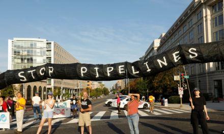 Activistas climáticos bloquean calles del centro de Washington