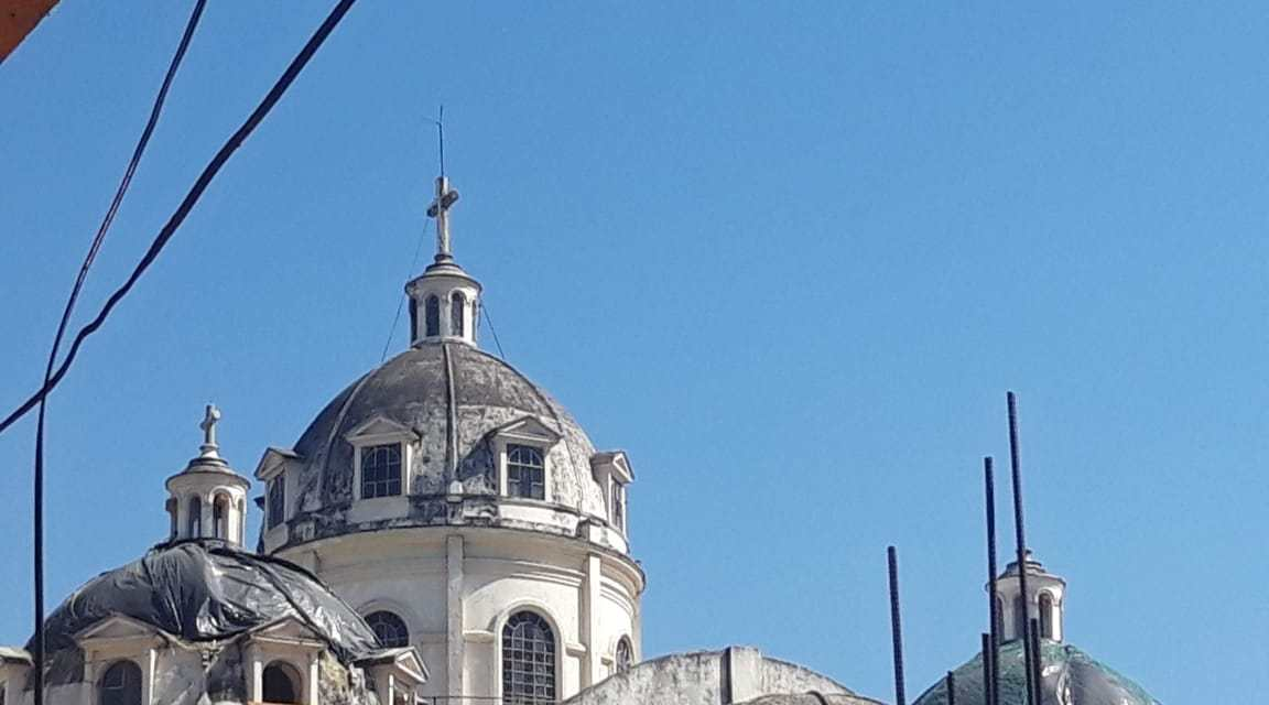 Se acerca carrera para reparar cúpulas de catedral de Xela