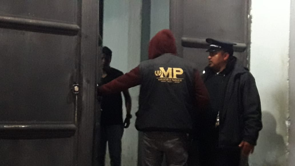 Ataque en edificio de EMAX deja un herido tras ser rociado con ácido y un fallecido