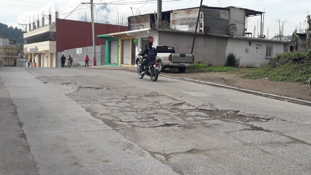 Vecinos exigen reparación de calle que fue dañada por intervención de EMAX