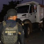 Camión de volteo transportaba cocaína