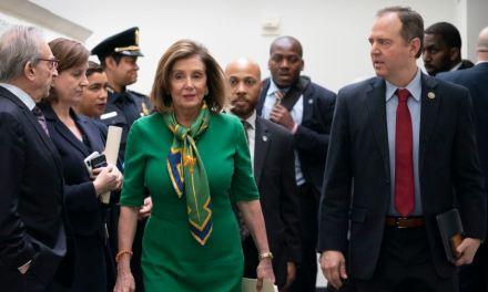 Cámara vota para enviar al Senado artículos de juicio político a Trump
