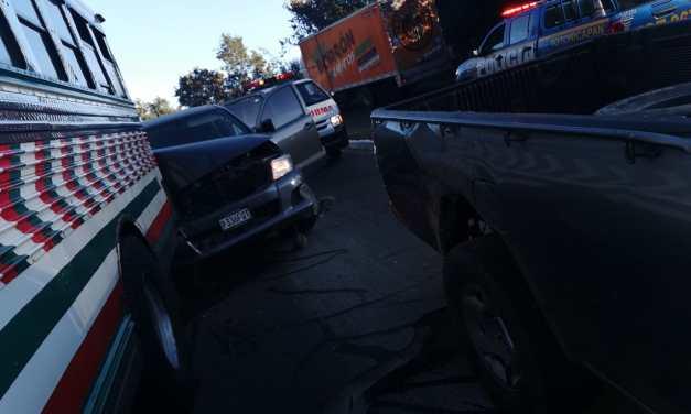 Cinco heridos deja colisión de picop y bus extraurbano