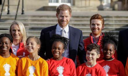 Príncipe Enrique regresa a su trabajo tras reunión con la reina Isabel II