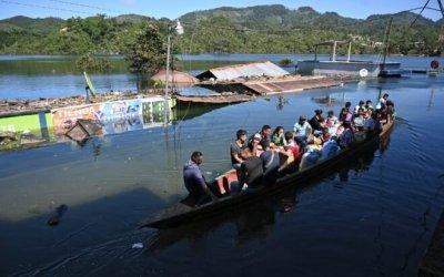 Campur, la aldea que los huracanes convirtieron en laguna en Guatemala