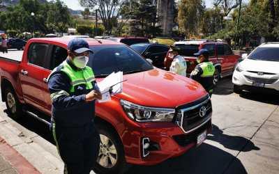Sancionan a piloto por circulan con luces autorizadas para vehículos de emergencia