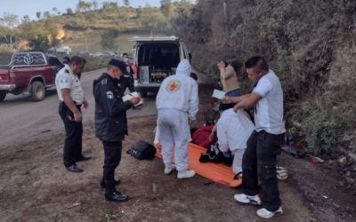 Un hombre herido al volcar picop en la ruta Interamericana