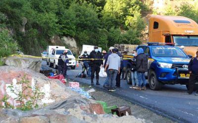 Camión vuelca en la Interamericana y muere copiloto