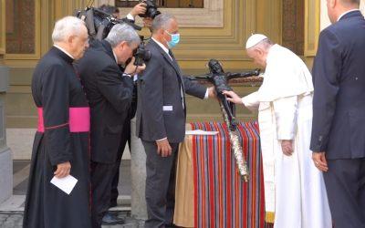 Papa Francisco bendice réplica del Cristo de Esquipulas que llegó de Guatemala a Roma
