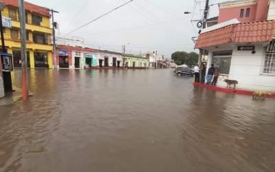 Lluvia y granizo causa estragos en sectores de Xela