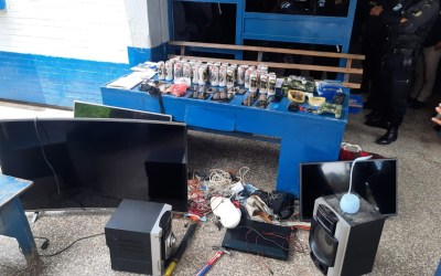 Localizan teléfonos, marihuana y cervezas en cárcel Pavón