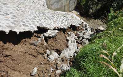 Lluvias dañan puente que inaugurado en mayo reciente