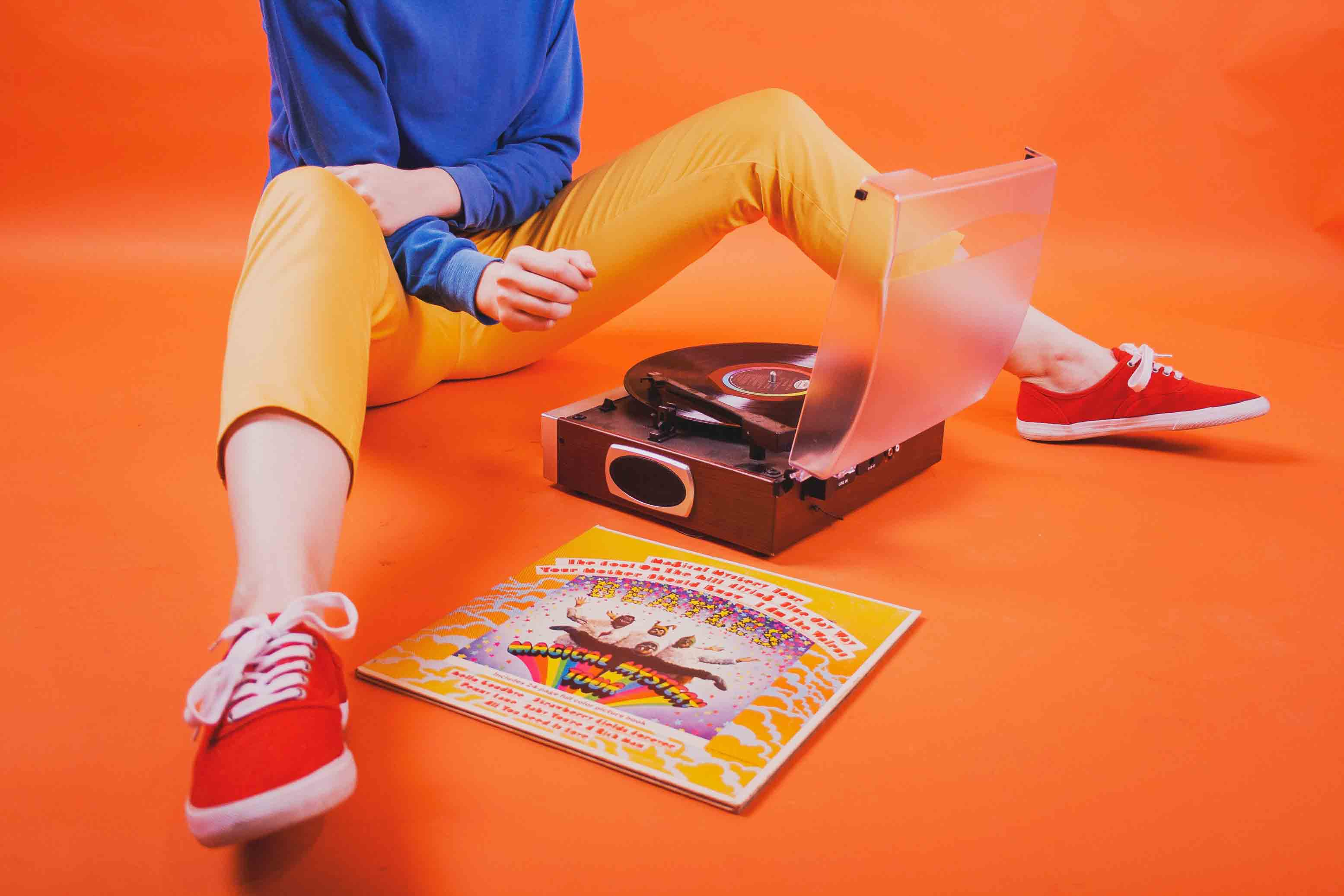 How To Operate A Vintage Record Player Correctly