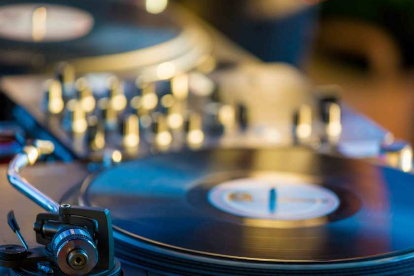 How-to-Choose-Turntables-Based-on-Features