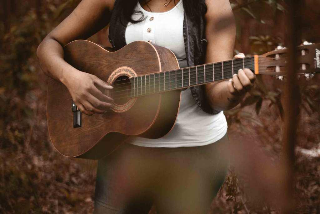 Best Sounding Acoustic Guitars – Buyer's Reviews