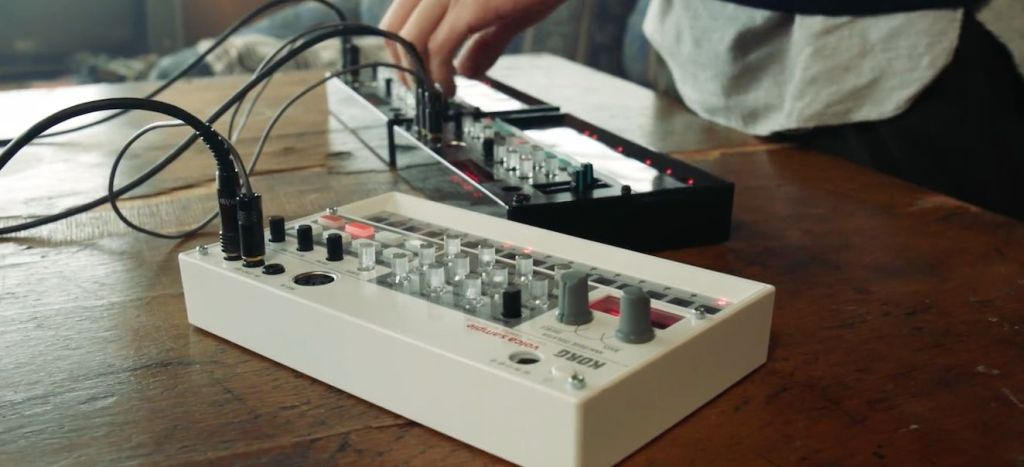 head1-volca-fm-video