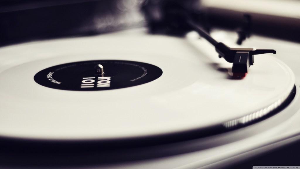 vinyl_record_player_black_and_white-wallpaper-1366x768