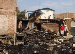 """Incendio deja cuatro viviendas con daños materiales en residencial """"Santísimo Salvador"""""""