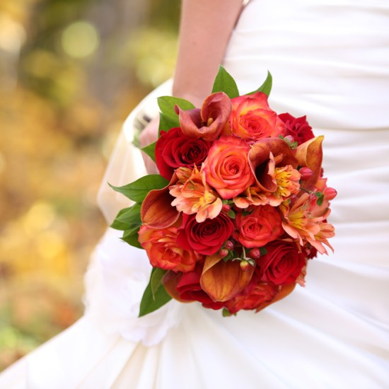 red and orange bridal boquet, fall wedding flowers