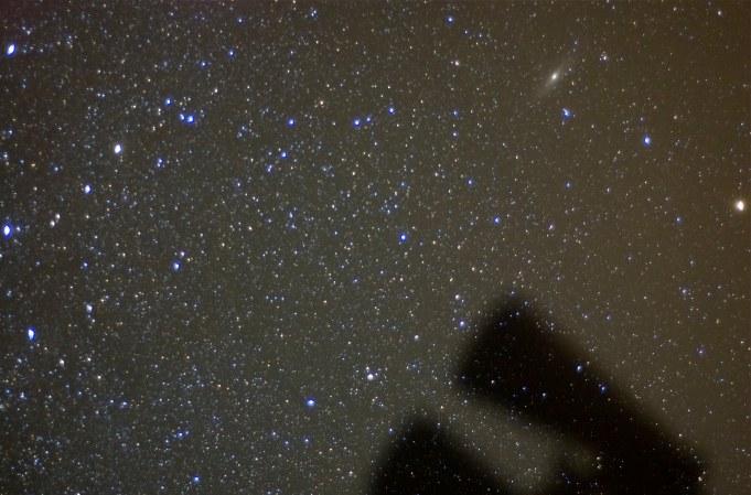 Sternfelder mit der Andromedagalaxie und dem Feldstecher