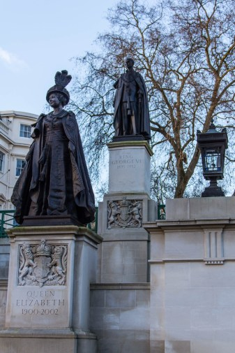 Statues in Memoriam of King George vi and Queen Elizabeth on The Mall, London