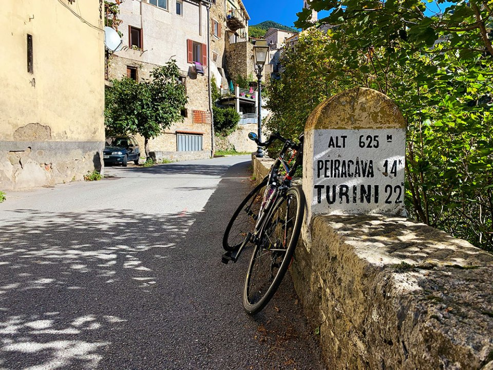 Steve and Carole in Vence - 73 Villages by Bike - Moulinet