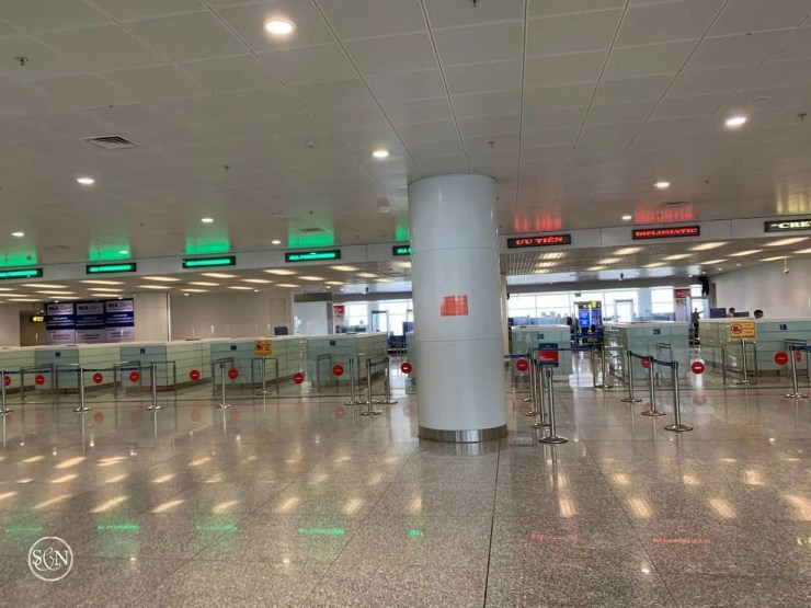 No waiting line at the Hanoi Airport immigration