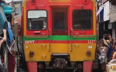 Bangkok: Maeklong Railway Market