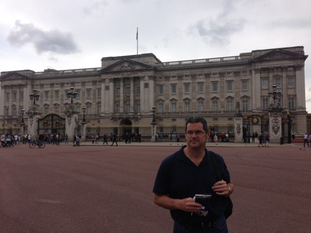 Buckingham Palace wasn't open for tourists when we were there in 2014, but I will get to go inside this time.