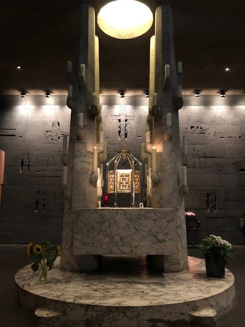 A side altar in the same chapel