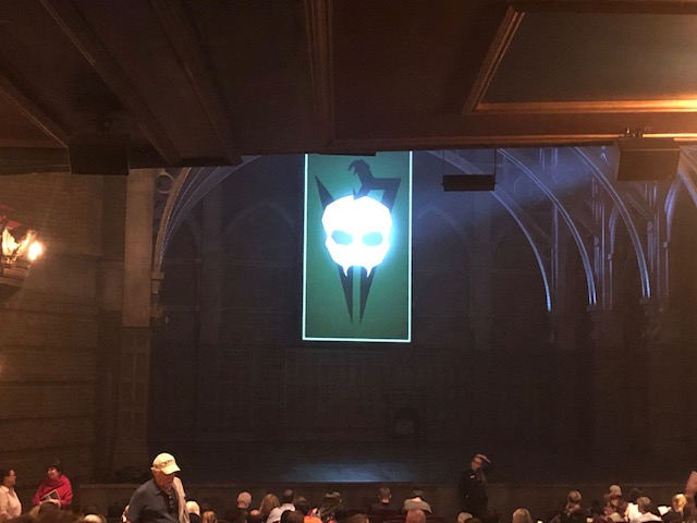 A large skull symbol representing Voldemort lit up on the stage