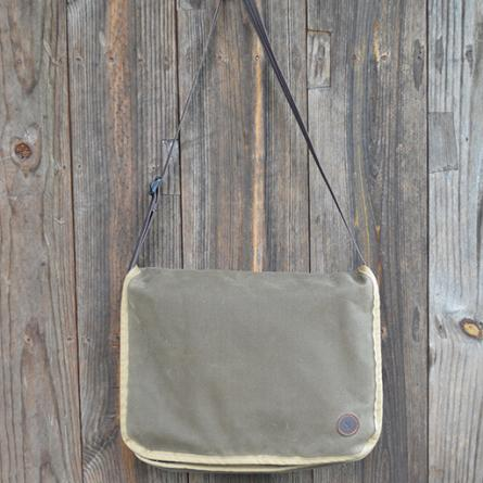 duke-messenger-bag-in-dark-oak-waxed-canvas-445px-491px
