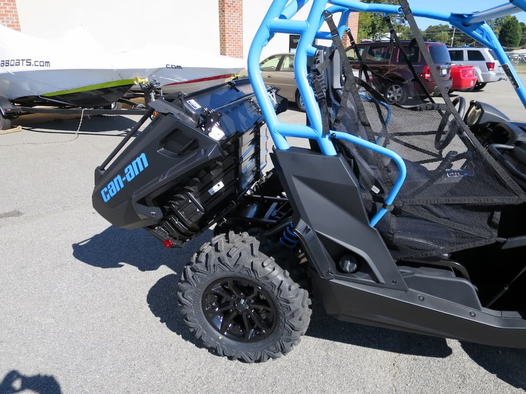 Can am commander 1000 limited 2016 for sale - You Ll Notice In The Picture Above That There Is No Engine Under The Dunk Bed Can Am Has Placed The Engine In Almost Center Of The Machine