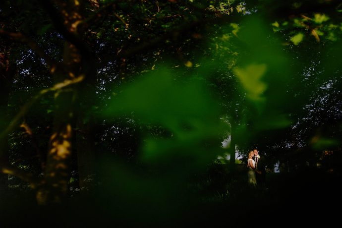 portrait in the trees, green, bride and groom picture, full length