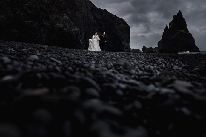engagement shoot in iceland, black sand beach, reynisfjara