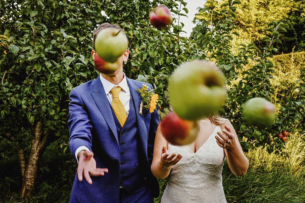 throwing apples