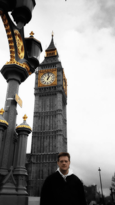 Photo of Steve in front of Big Ben, London. | 14-Apr-00.
