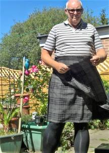 showing the feathered edge of the apron, Highland Grey