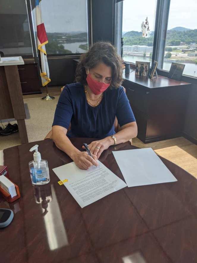Mayor Kincannon Mandates Masks Inside City-Owned Buildings - Mayor Indya Kincannon has signed an executive order mandating masks be worn inside all City-owned buildings.