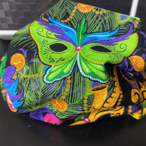Mardi Gras Face Mask - A Fat Tuesday Face Mask to wear for Mardi Gras. #MardiGras #FatTuesday