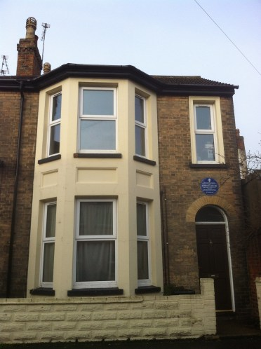 The same house seen today which now boasts a blue plaque signifying it was the first house to be bombed in Zeppelin raid on England.