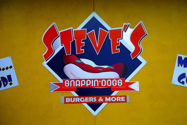 steves snappin dogs burgers and more